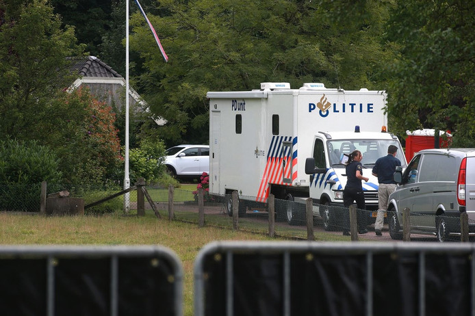 Politie onderzoekt de woning van Te Selle na de overval.