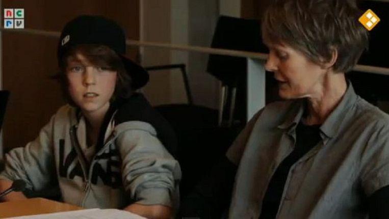 Tom en zijn moeder Francis, beeld uit de documentaire 'Rauwer' Beeld Youtube