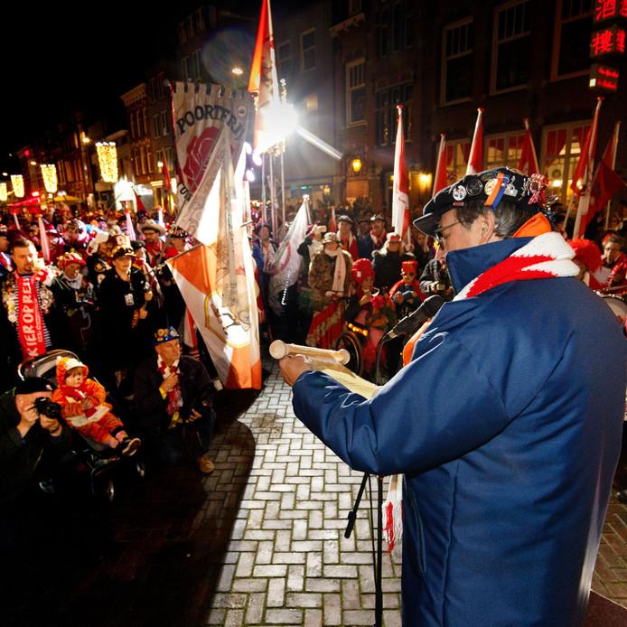 Het wakker zingen van de Tullepetaon betekent in Roosendaal de start van het komende leutfeest.
