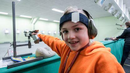 """Elise (9) is West-Vlaams kampioene pistoolschieten na 3 maanden oefenen: """"Niets voor meisjes? Niet akkoord"""""""