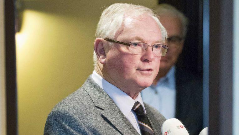 Medeoprichter Jan Nagel van 50PLUS staat de pers te woord. Beeld ANP