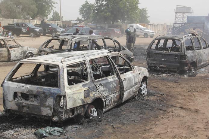 Een aantal van in de brand gestoken voertuigen