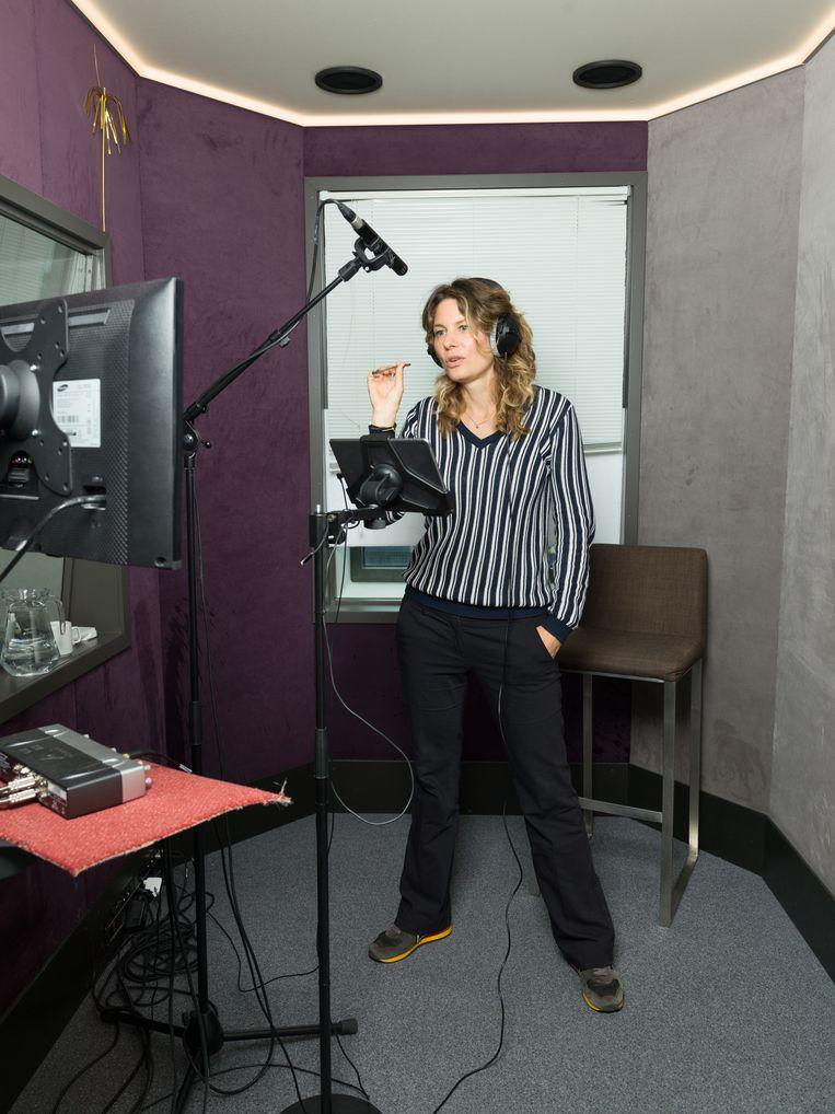 Rifka Lodeizen spreekt in voor de Netflix-serie Ares. Beeld Ivo van der Bent