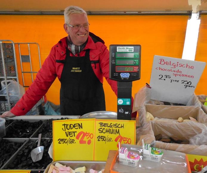 Hennie Waarts verkoopt al 37 jaar snoep op de Besterdmarkt.