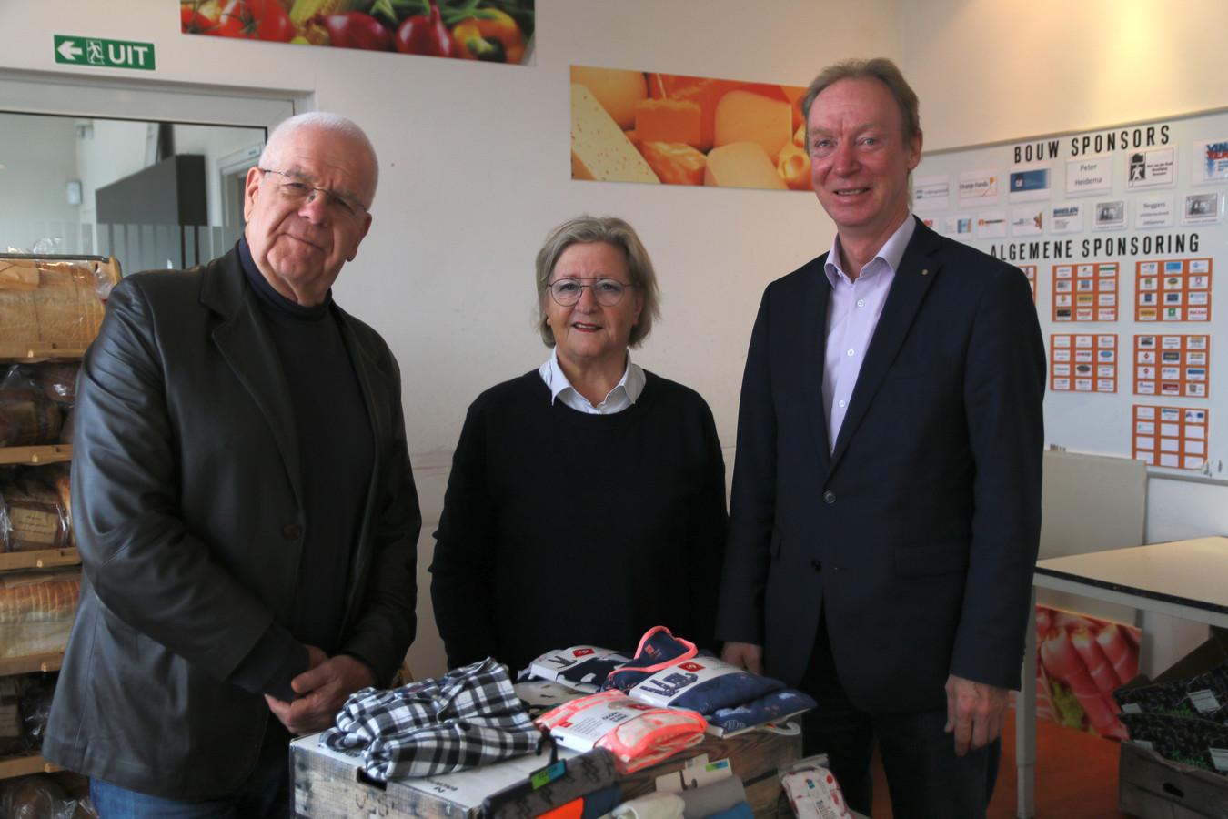Vlnr. Frans Koeman (Voedselbank),  Barry Haen (Rotary) en Jan de Rond (Mooi Zo Goed Zo).