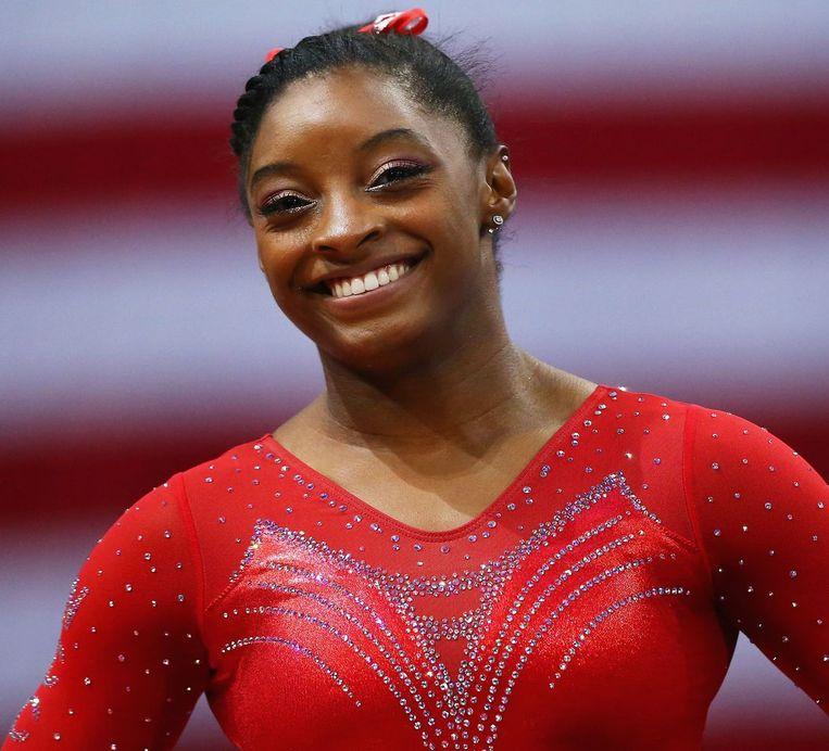 Simone Biles verbeterde tijdens kwalificatiewedstrijden in St. Louis het wereldrecord op balk tot 15,700 punten. Beeld afp