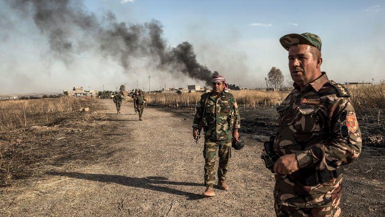 Koerdische strijders nabij het dorp Mufti dat is veroverd op IS. Beeld epa