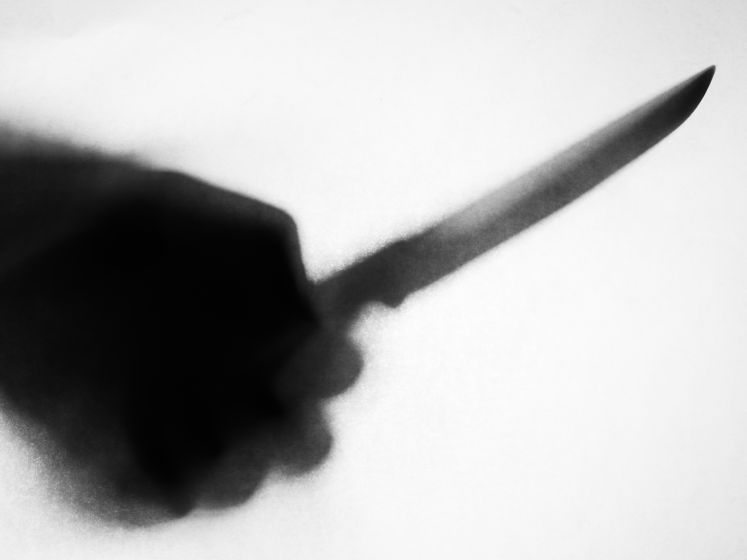 Personeelslid kalmeert dief die collega's bedreigde met steekwapen in winkel in Bergen op Zoom
