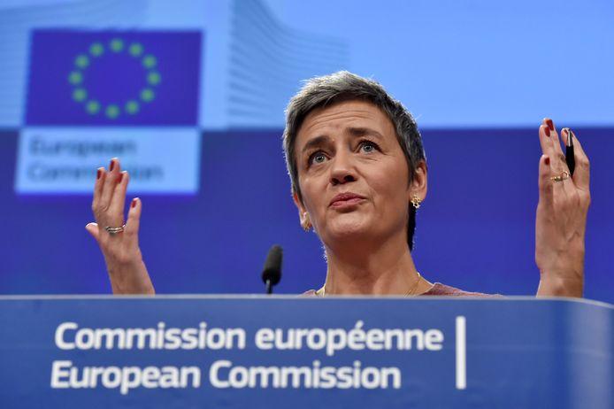 Eurocommissaris Margrethe Vestager onderzoekt de overname van Tele2 door T-Mobile.