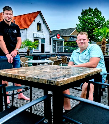 Jonge kroegbaas Joe (22)  ziet ondanks crisis genoeg gasten op zijn nieuwe terras aanschuiven