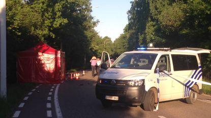Vrouw met twee kinderen op achterbank botst op drie Vespa's: man uit Balen overleden, bestuurster blaast positief