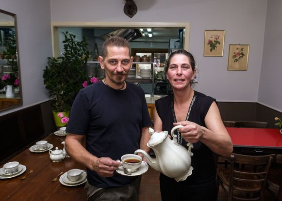 Gladys De Milde en Jan Doms van het restaurant 'In de root' richten op Noeveren Kermis een volksrestaurant in.