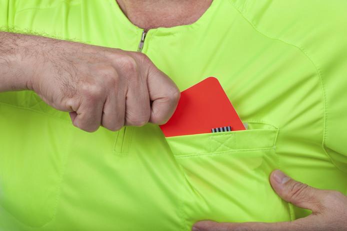 De scheidsrechter gaf de speler van Urk een rode kaart en staakte het duel omdat spelers van MSC Meppel niet meer wilden verder spelen nadat één van hen een gescheurde lip en een hersenschudding opliep.