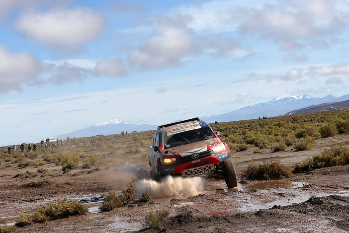 De Peugeot van Erik van Loon tijdens de Dakar Rally 2017