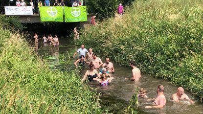Ruim 40 mensen springen in de Grote Gete voor schoner water
