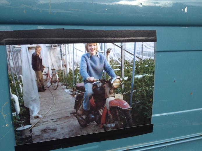 Angelo Damen kreeg de Kreidler al als 15-jarige jongen. Deze jeugdfoto is geplakt op de pickuptruck.
