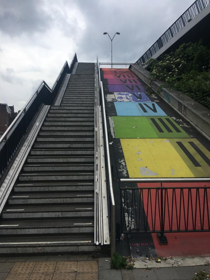 De huidige trap naast de Hezelpoort wordt nu nog nauwelijks gebruikt.