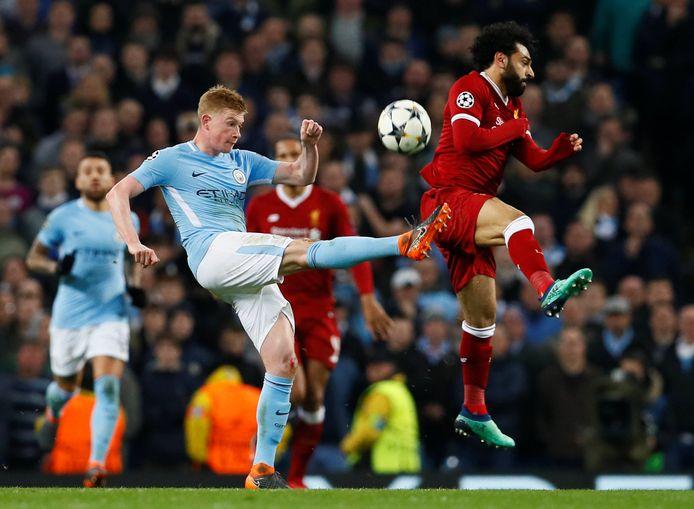 Kevin de Bruyne in duel met Mohamed Salah.