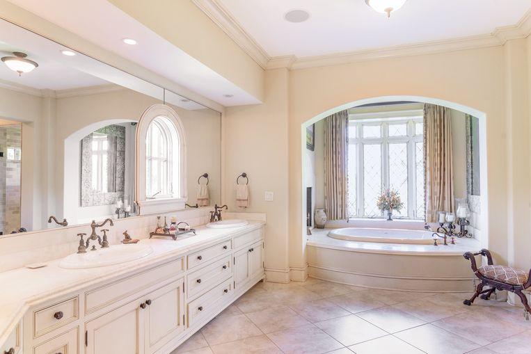 De badkamer kan wel wat moderner gemaakt worden.
