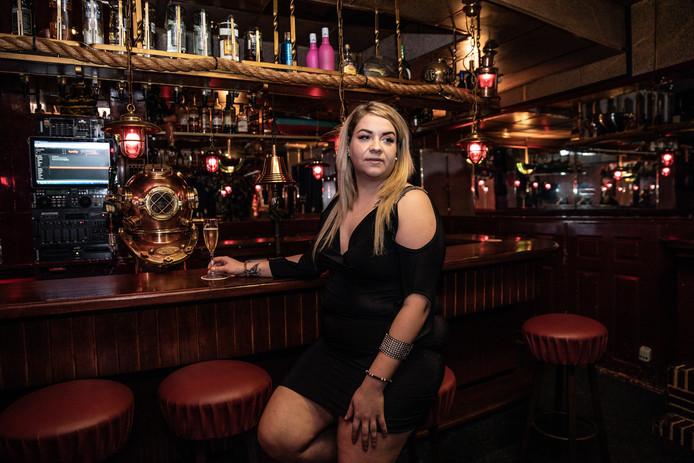 Lisa is een van de medewerksters van club Barbarella.