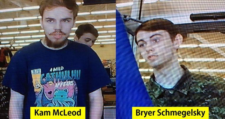 Kam McLeod (l) en Bryer Schmegelsky op bewakingsbeelden die de politie op 23 juli vrijgaf.  Beeld AFP
