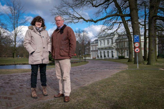 Angela Brouwers en Douwe Visser voor Insula Dei in Arnhem. Foto: Erik van 't Hullenaar.