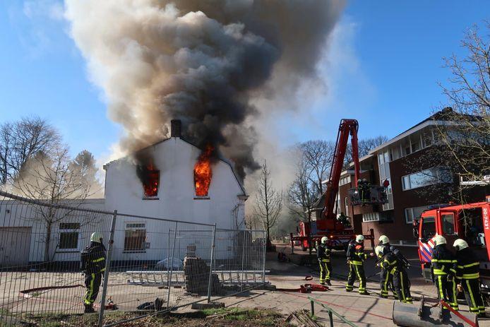 Uitslaande brand in leegstaande woning in Gilze.