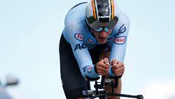 LIVE. Rijdt één van de Belgische beloften naar een medaille in uitgeregende tijdrit?