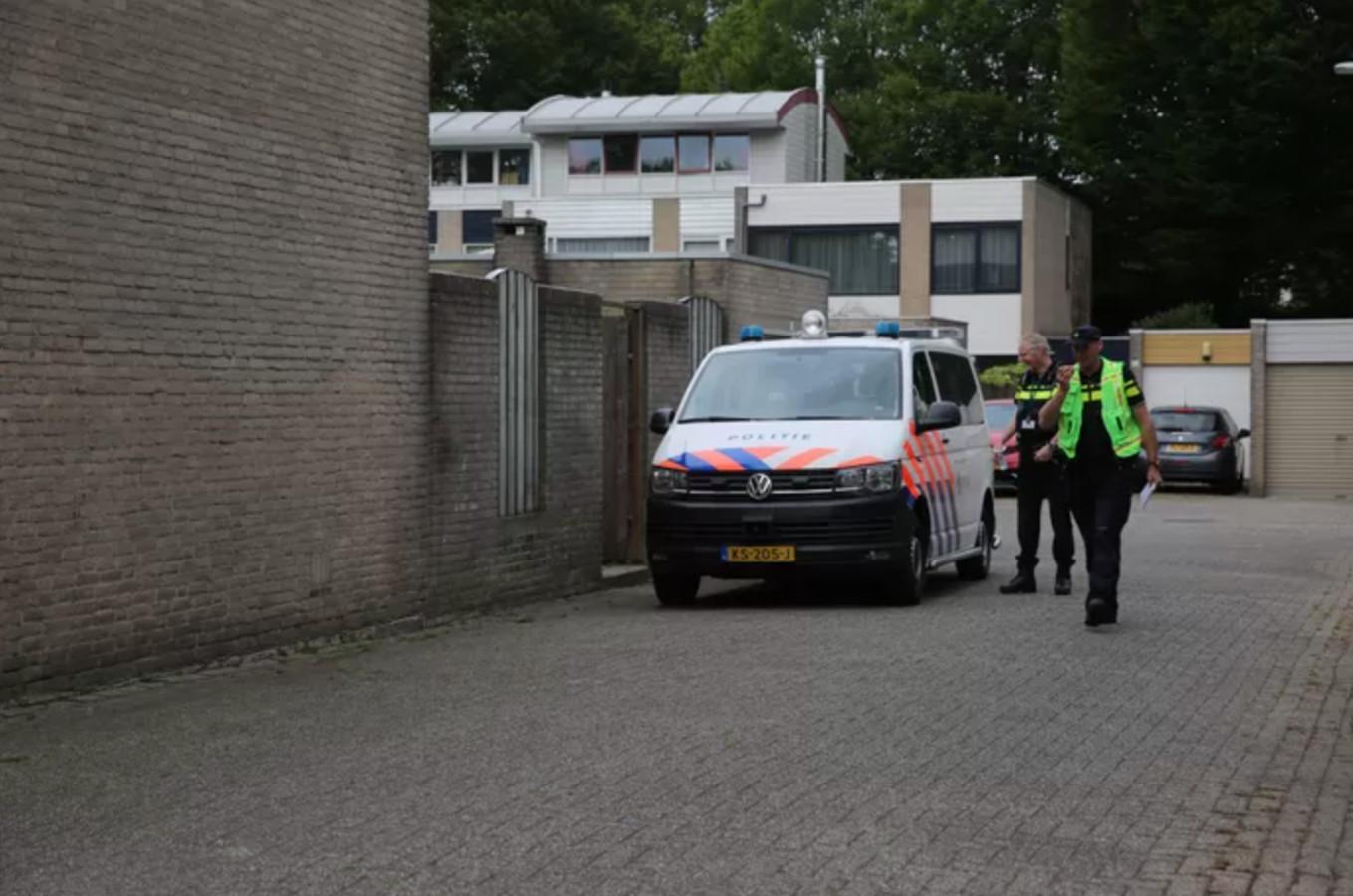 De man werd door een politiekogel in zijn onderbeen getroffen, ter afwending van levensgevaar.
