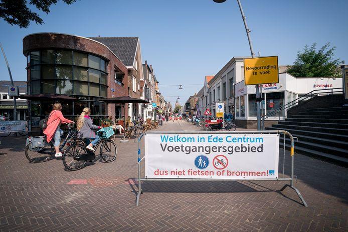 Niet fietsen, hoewel het voetgangersgebied officieel een eindje verder begint.