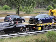 Lange file door ongeval met twee auto's en vrachtwagen op A50, twee rijstroken dicht bij afrit Hoenderloo