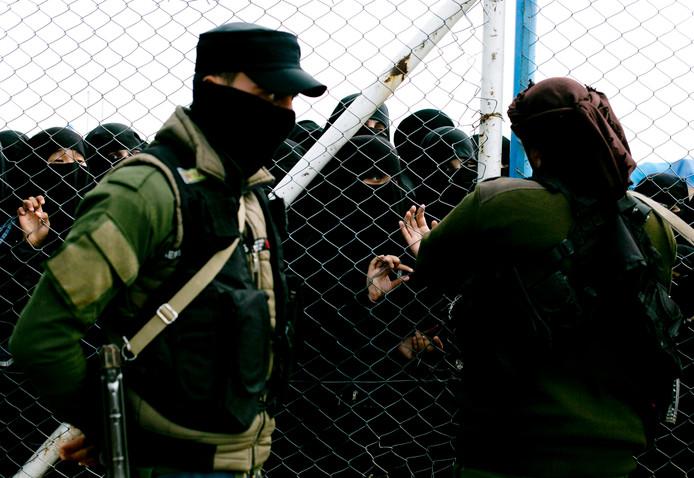 Buitenlandse IS-vrouwen verblijven in een speciaal, afgezet en bewaakt deel van het Al Hol-kamp. In het kamp verblijven zo'n 73.000 mensen waaronder 9000 vrouwen en kinderen die niet uit Syrië of Irak komen.