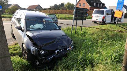Twee gewonden bij botsing op kruispunt Voshoek