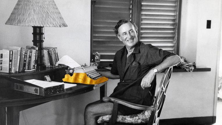 Ian Fleming aan het werk in Jamaica Beeld null