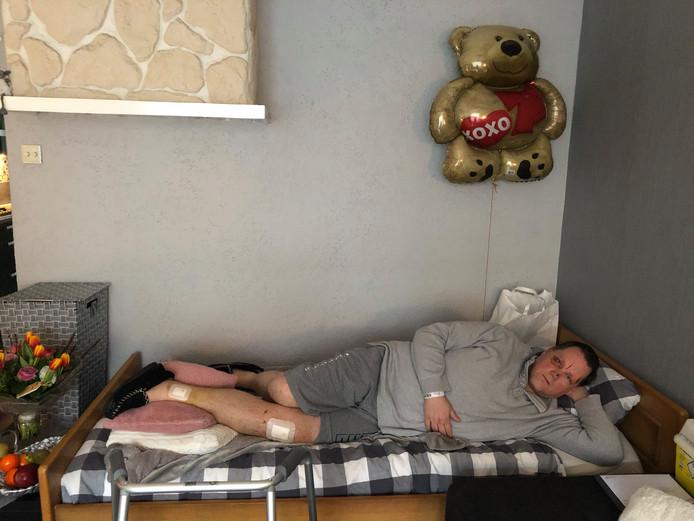 Patric Klijnsma uit Enschede is net terug uit het ziekenhuis, waar hij vier dagen heeft gelegen.