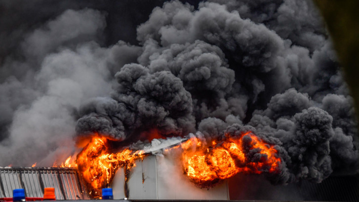 Zeer grote brand bij champignonkwekerij in Gemert