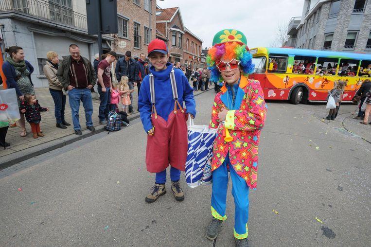 42 carnaval wagens namen deel aan het Schriekse kindercarnaval .
