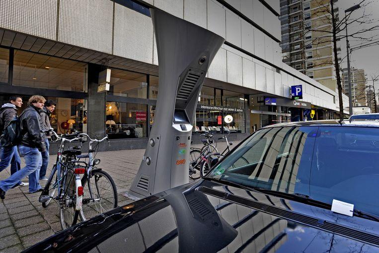 Een oplaadpunt voor een elektrische auto (Raymond Rutting/ de Volkskrant) Beeld