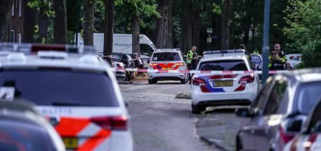 Rijenaar ernstig gewond door meerdere schotwonden, dader vlucht op blote voeten het bos in