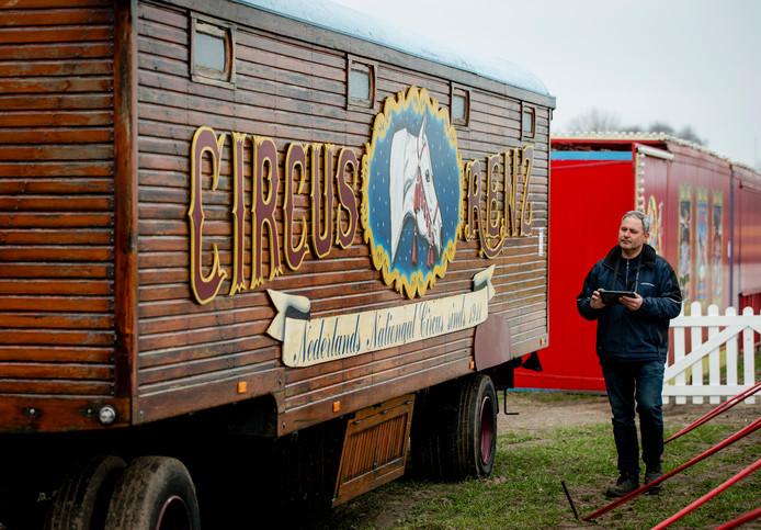De pipowagen van circus Renz werd voor ruim 19.000 euro verkocht.