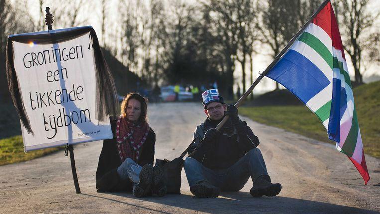 Actievoerders van Schokkend Groningen protesteren op een gaswinningslocatie van de Nederlandse Aardolie Maatschappij (NAM) bij het dorp 't Zandt. Beeld ANP