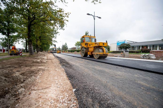 Op de Rijssense Morsweg werd vorig jaar ook al een nieuwe asfaltlaag gelegd.