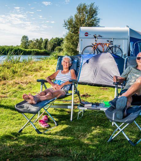 Deze mensen kamperen op vijf minuten van hun huis: 'Je bent hier helemaal in vakantiesfeer'