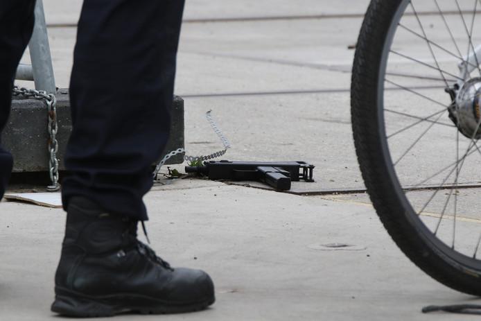 Politie houdt man aan die met vuurwapen zwaaide bij Leeghwaterplein.