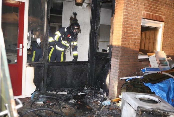De woning brandde gedeeltelijk uit.