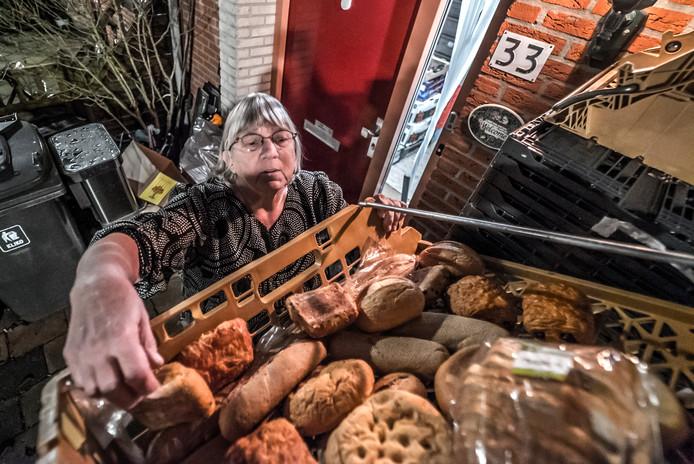 Wilma van Hengel van Oosterfaantje zamelt gezond eten in voor Zoetermeerders die het minder breed hebben.