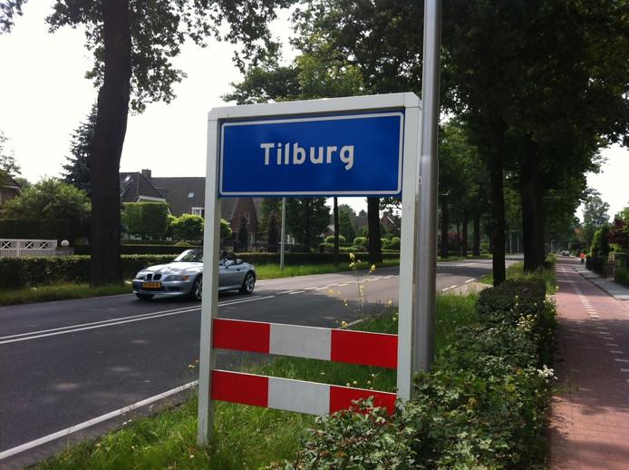 Brandende kaars zet gordijnen in brand | Tilburg | bd.nl