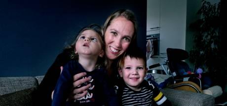 Debbie (32) kreeg twee kinderen van een spermadonor, de jongste heeft een zeldzame handicap