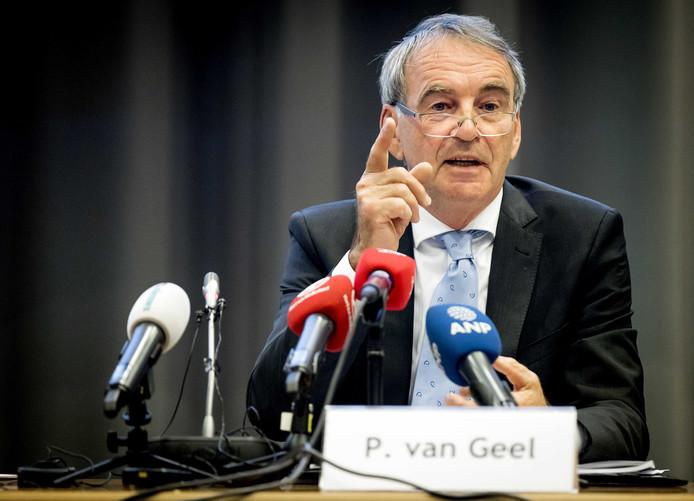 Oud-staatssecretaris Pieter van Geel adviseert op korte termijn een reset in de Oostvaardersplassen tot ongeveer 1100 grote grazers.