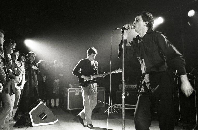Joy Division in Rotterdam in 1980, met Bernard Sumner (L) en Ian Curtis Beeld Gettty/Netherlands
